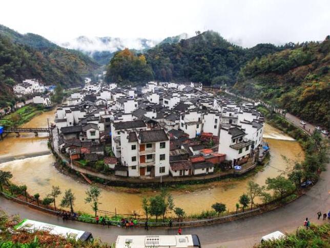 最圆的村庄!河流环绕 风景惊艳 宁静又美丽