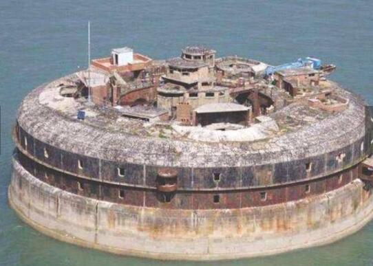 世界上最值钱的碉堡,荒废上百年,如今成度假胜地