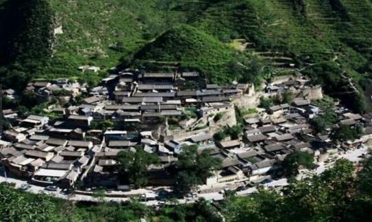 这座村庄因一块石碑而出名 但80%的人不知道这字念啥